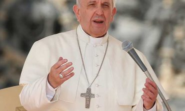 Pope: Signs of God in church are peace, joy