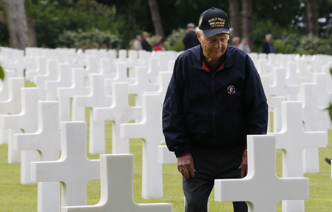 US World War II veteran from Connecticut visits American War cemetery in France