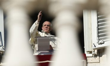 Pope: Spend time in silence, service before Christmas