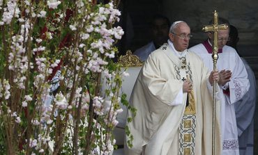 Humility is key to understanding Easter, pope says