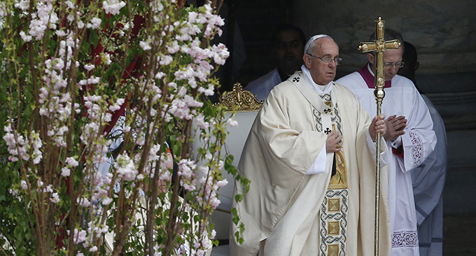 Pope Francis celebrates Easter Mass in St. Peter's Square at the Vatican April 5. (CNS photo/Paul Haring)