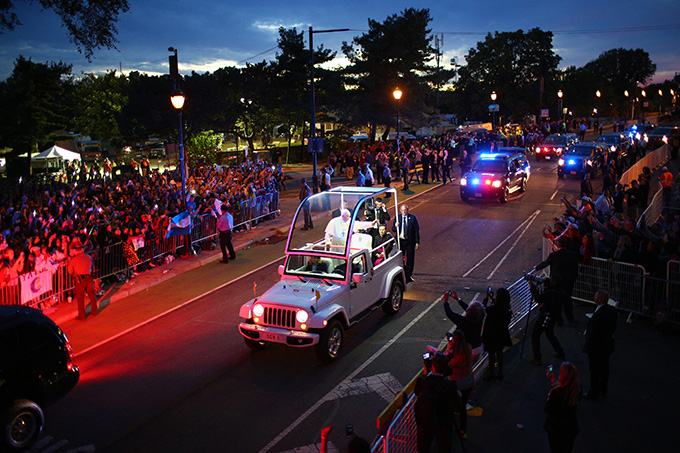 Pope Francis waves to crowds along Benjamin Franklin Parkway as he arrives for the Festival of Families for the World Meeting of Families in Philadelphia Sept. 26. (CNS photo/Eric Thayer, pool)