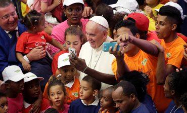 World at war needs signs of brotherhood, pope says
