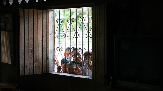A group of children peek through a window at young adult missionaries from the Diocese of Dallas on July 14 in Muelle De Los Bueyes, Nicaragua. The missionaries spent a week Nicaragua, sharing their faith and assisting villagers with construction projects. (ZACHARY HARRIS/Special Contributor)