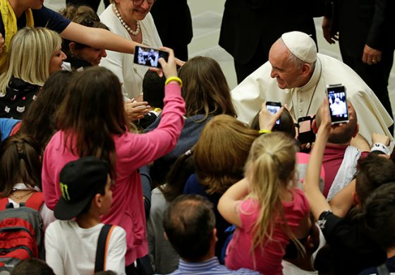 Pope tells students: Don't fear goodbyes, unknown
