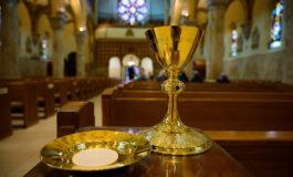 Restablecen el precepto de asistir a Misa dominical