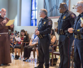 Hundreds meet to discuss immigration, parish ID card