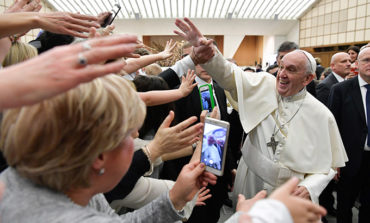 Meeting nurses, pope pays tribute to one who saved his life
