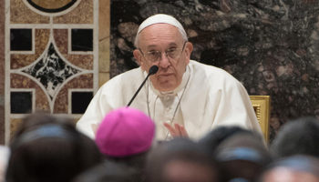 Door to door: Pope reaffirms missionaries' mandate to knock on hearts