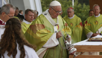 Pope begins Mass in Dublin with penitential plea for abuse scandals