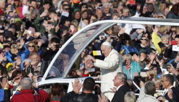 Find strength in tolerance, solidarity, pope tells Lithuanians