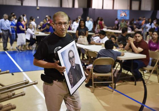 Dando una mano al hermano, vive las enseñanzas del beato Romero