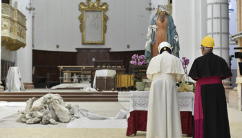Don't let quake shake your hope, pope tells earthquake survivors