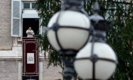 No pandemic can extinguish Christ's light, pope says at Angelus