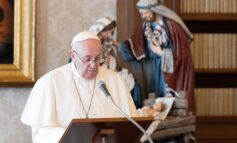 Pope announces yearlong reflection on family, 'Amoris Laetitia'