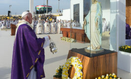 Cleanse your hearts of anger, live the Gospel, pope says at Mass in Irbil
